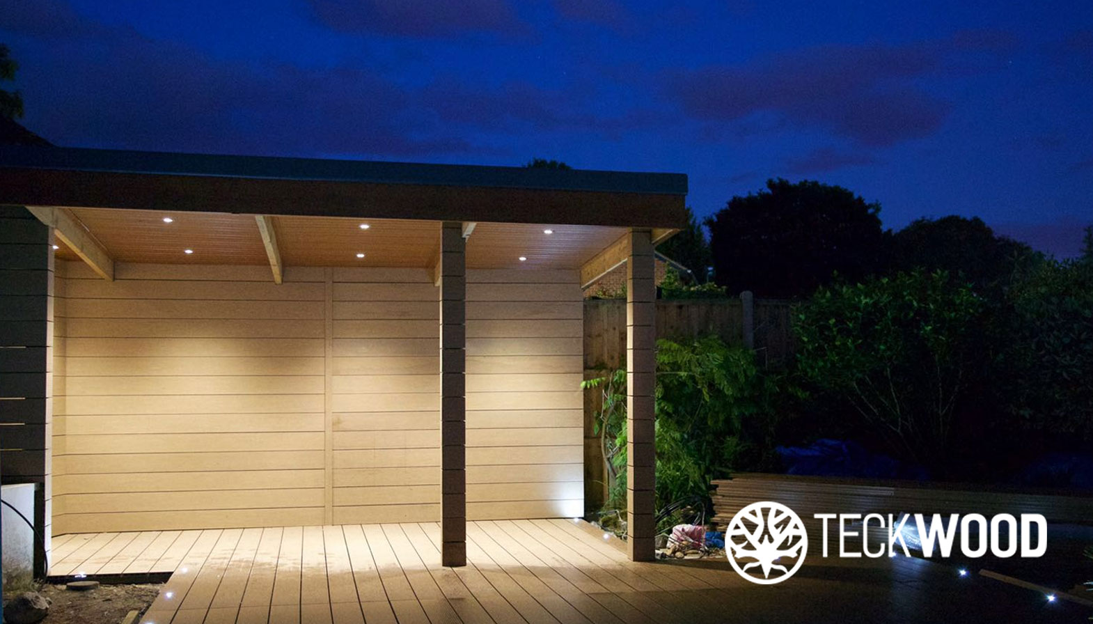 Types of Decking Lights to Make Your Garden Look Amazing